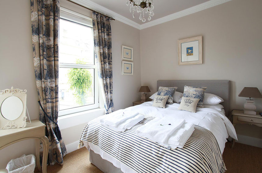 Luxury B&B bedroom in Bath